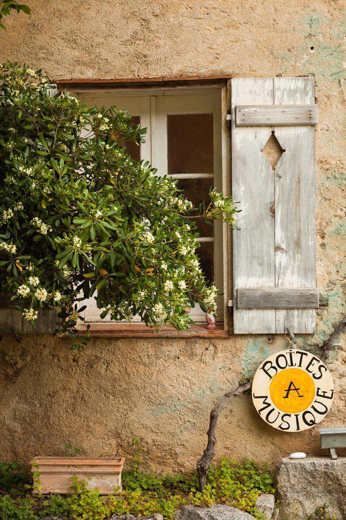 Stock Photo: 1566-1209794 France, Corsica, Haute-Corse Department, La Balagne Region, Pigna, artisanal village, window detail