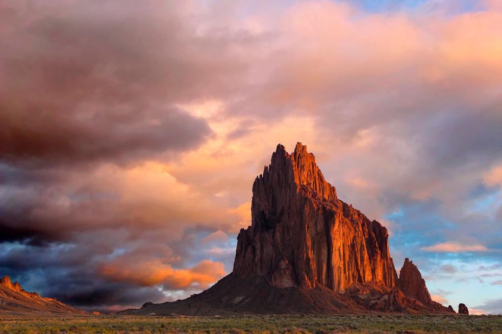 Navajo sacred site Tse Bi Dahi, Shiprock, New Mexico in dawn light, Shiprock, New Mexico, USA : Stock Photo