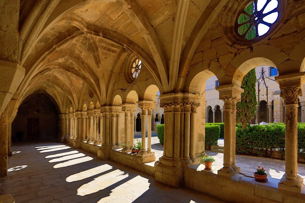 Stock Photo: 1566-1212792 Spain , Catalonia, Royal Monastery of Vallbona, The Cloister