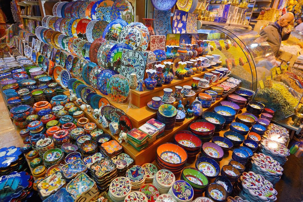 Stock Photo: 1566-1213486 Ceramic display in the Egyptian Bazaar Istanbul next to a spice shop