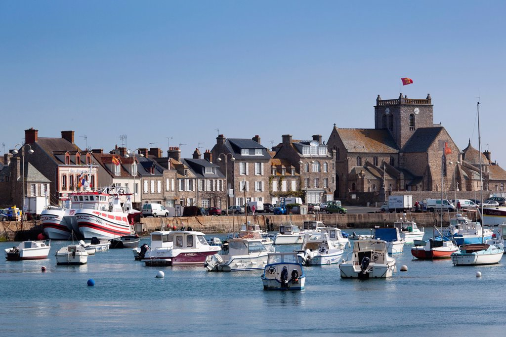Stock Photo: 1566-1217473 France, Normandy Region, Manche Department, Barfleur, town harbor