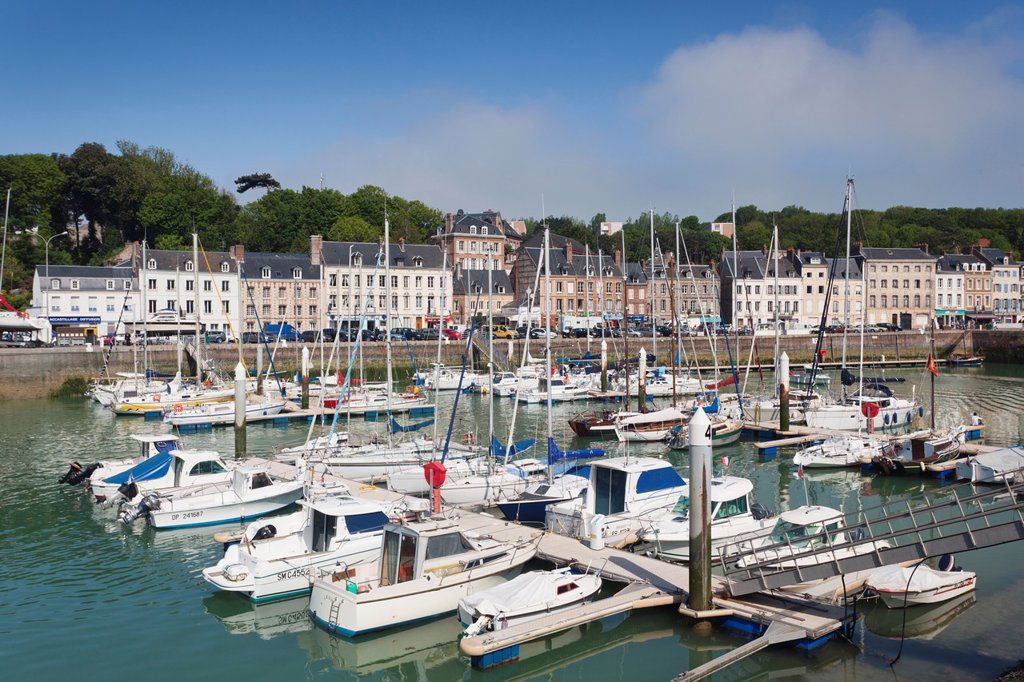 Stock Photo: 1566-1217546 France, Normandy Region, Seine-Maritime Department, St-Valery en Caux, port view