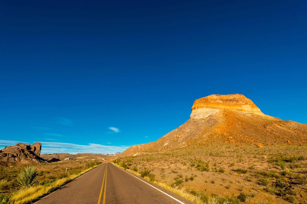 Cerro Castellan Castolon Peak, Chihuahuan Desert, along Ross Maxwell Scenic Drive in Big Bend National Park, Texas USA : Stock Photo
