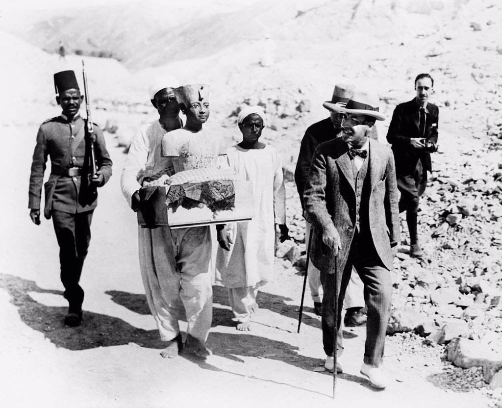 Stock Photo: 1566-1218168 Howard Carter who discovered Tutankhamun´s Tomb in the Valley of the Kings, Luxor, Egypt  November 1922  From the archives of Press Portrait Service formerly Press Portrait Bureau