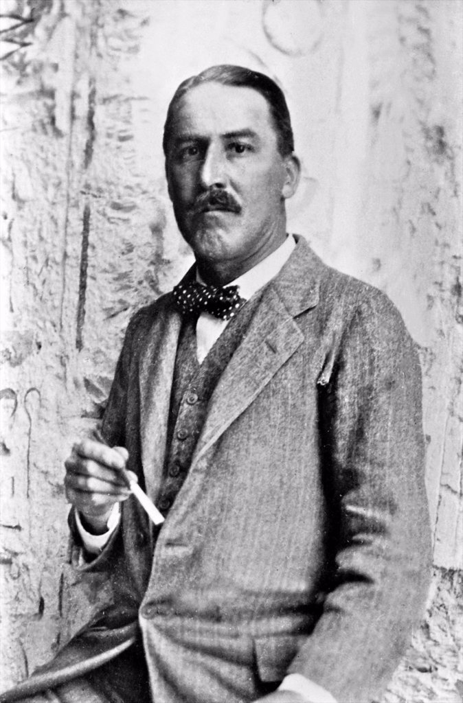 Stock Photo: 1566-1218170 Howard Carter who discovered Tutankhamun´s Tomb in the Valley of the Kings, Luxor, Egypt  November 1922   From the archives of Press Portrait Service formerly Press Portrait Bureau