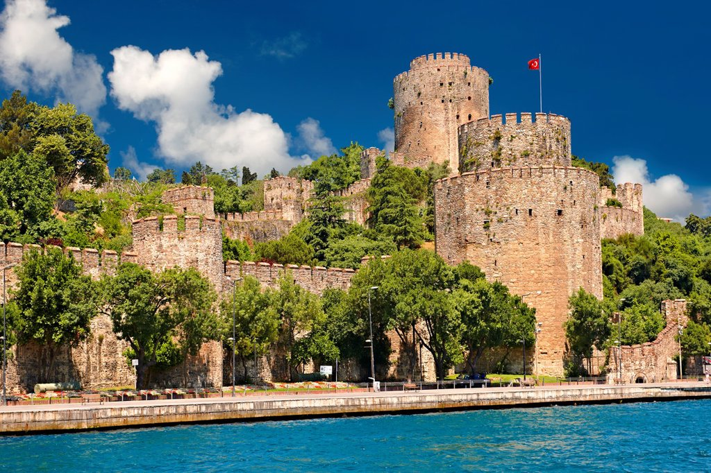 Stock Photo: 1566-1220921 Rumelihisar  Rumelian Castle on the banks of the Bosphorus built by the Ottoman Sultan Mehmed II between 1451 in 4 months and 16 days as part of the siege of Constantinople before he conquered it in 1453  Istanbul Turkey