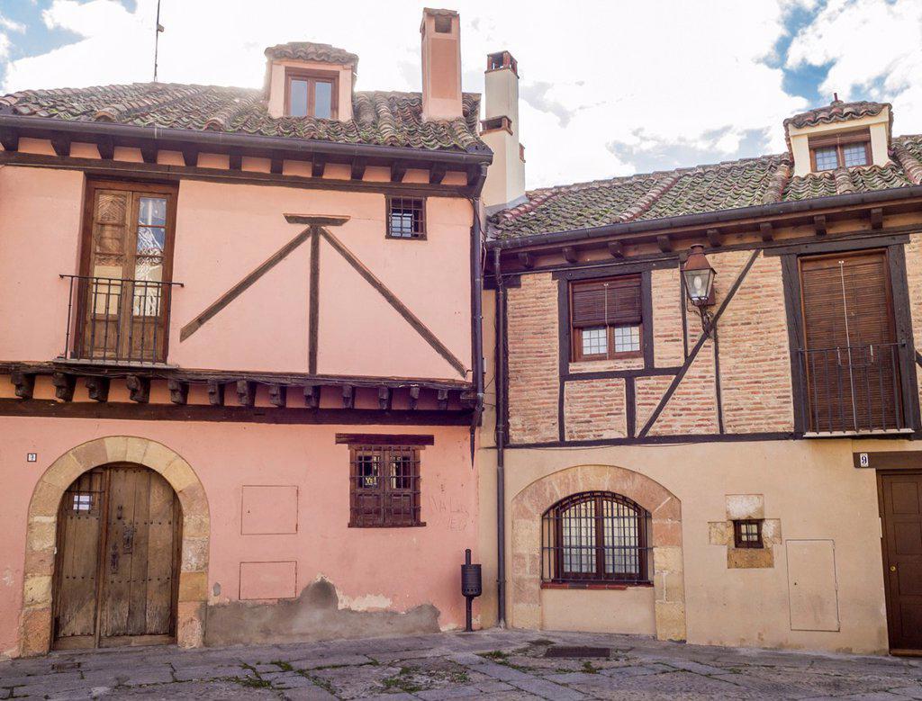 Casas con ladrillo visto y entramado de madera con sabor - Casas de madera en espana ...