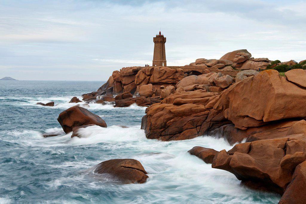 France, Brittany, Cotes d´Armor 22, Cotes de Granite Rose, Ploumanac´h, Squewel end and Mean Ruz Lighthouse : Stock Photo
