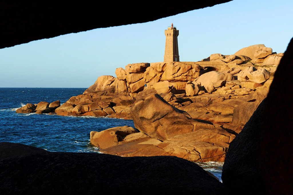 France, Brittany, Cotes d´Armor 22, Cotes de Granite Rose, Ploumanac´h, Squewel end and Mean Ruz Lighthouse : Stock Photo