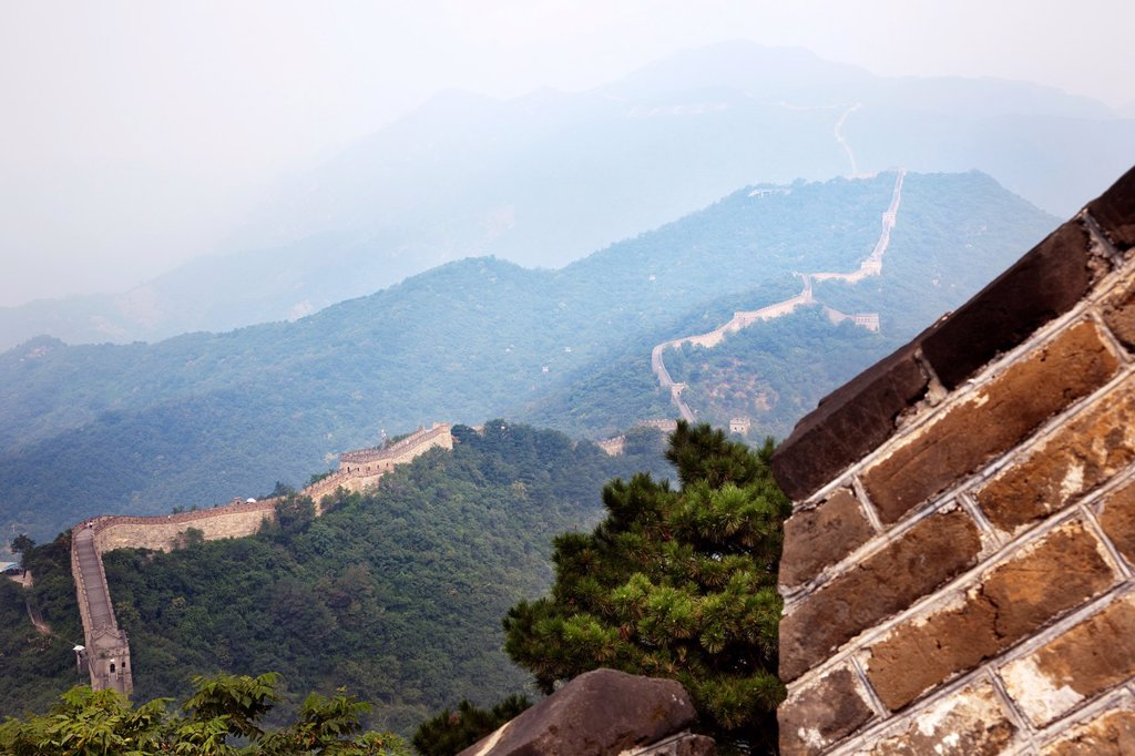 Stock Photo: 1566-1221485 great wall of china lost in the fog