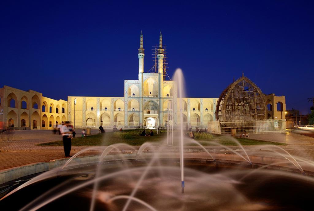 Stock Photo: 1566-1221541 Amir Chakhmaq complex at dusk, Yazd, Iran