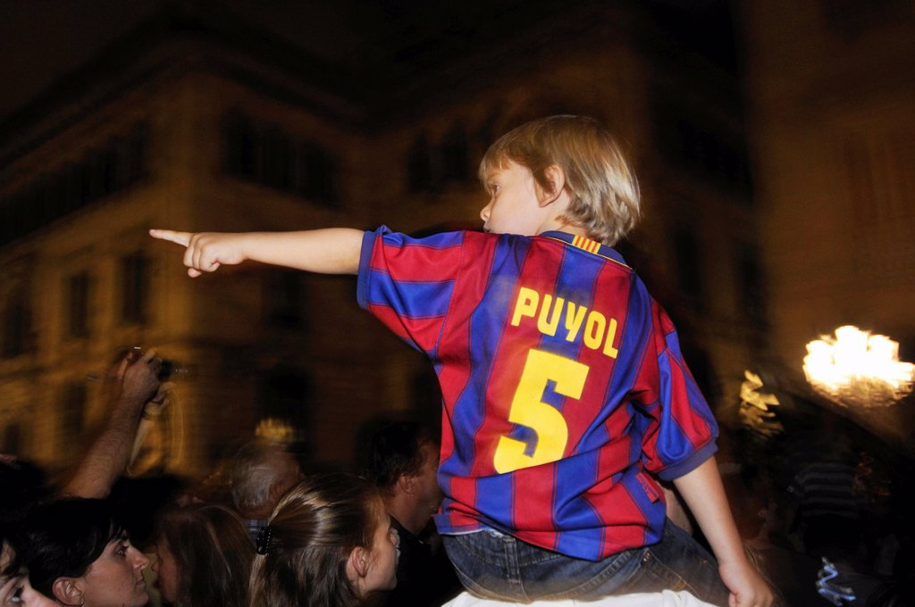 Child with shirt of Barcelona football club pointing  Barcelona  Catalonia  Spain : Stock Photo