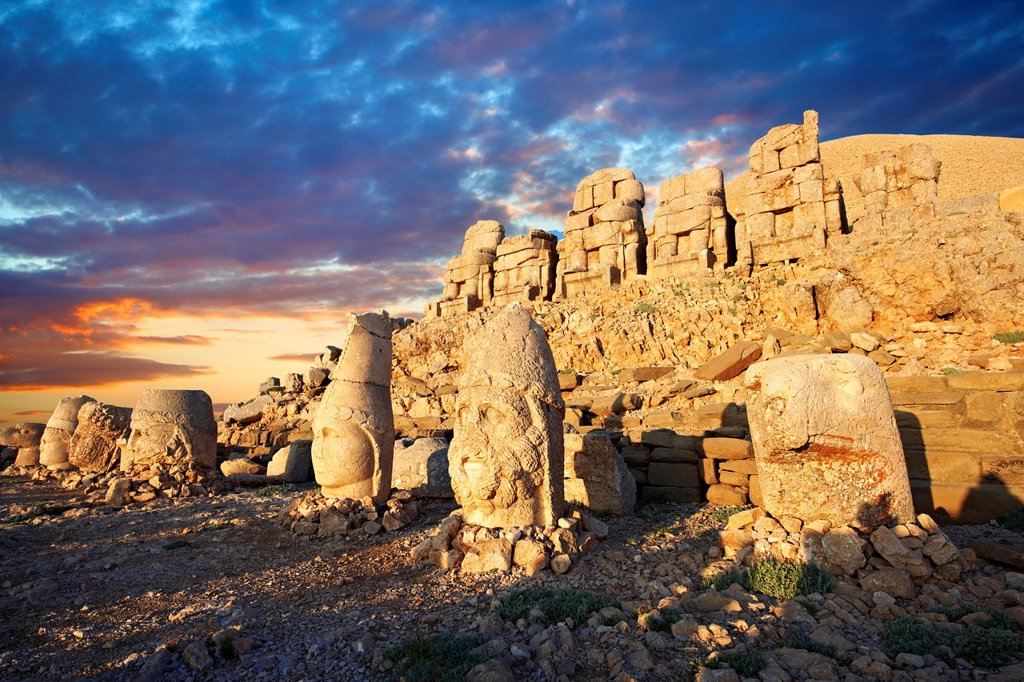 Pictures of the statues of around the tomb of Commagene King Antochus 1 on the top of Mount Nemrut, Turkey Stock photos & Photo art prints In 62 BC, King Antiochus I Theos of Commagene built on the mountain top a tomb-sanctuary flanked by huge statues high of himself, two lions, two eagles and various Greek, Armenian, and Iranian gods The photos show the broken statues on the 2, 134 m. 7, 001 ft mountain : Stock Photo