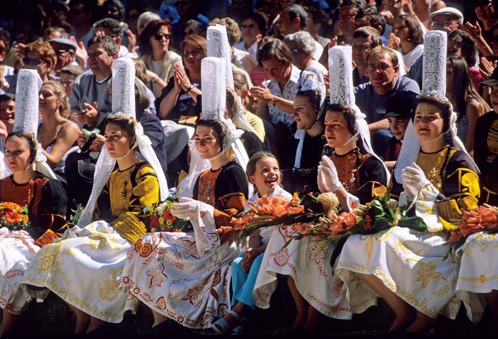 France, Brittany, Finistere, Pont-l´Abbe, Fete des Brodeuses, Young Bigouden maids : Stock Photo
