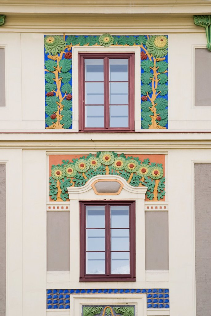 Innsbruck, Tirol, Austria  Painted building facade on Maximilianstrasse, Art Nouveau style : Stock Photo