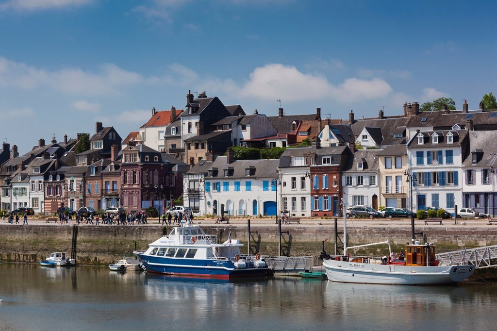 Stock Photo: 1566-1233300 France, Picardy Region, Somme Department, St-Valery sur Somme, Somme Bay Resort town, town view