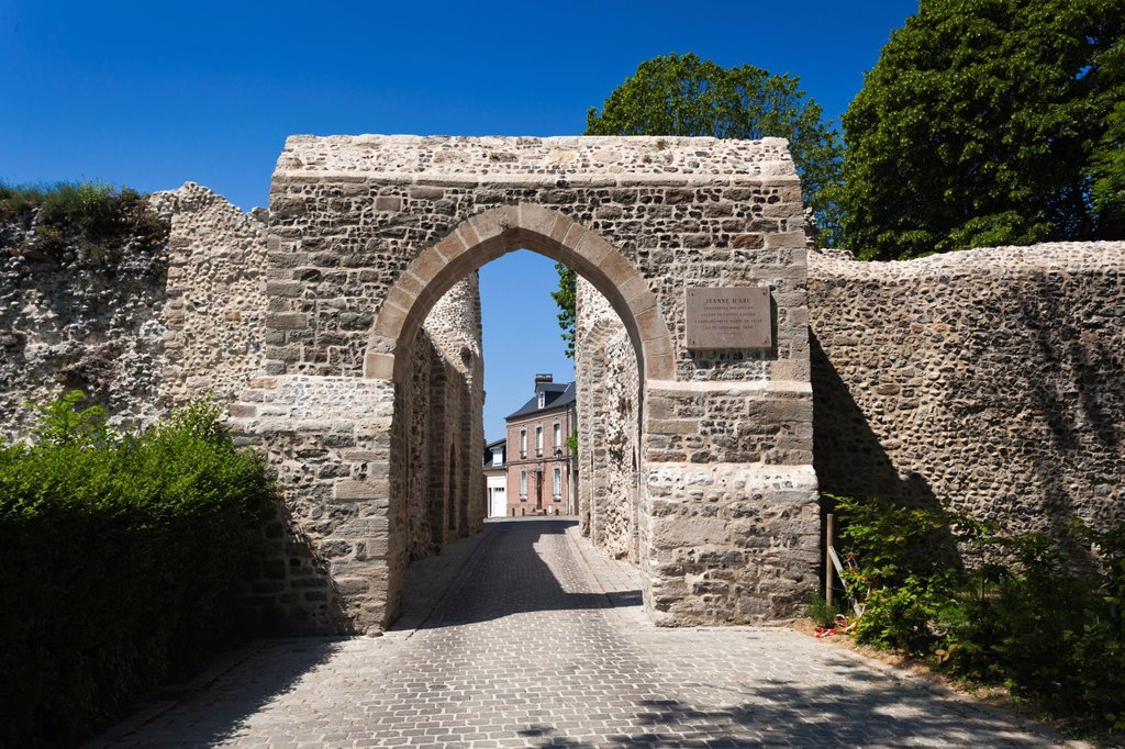 Stock Photo: 1566-1233303 France, Picardy Region, Somme Department, St-Valery sur Somme, Somme Bay Resort town, town fortress gate through which Joan of Arc was transported to prison