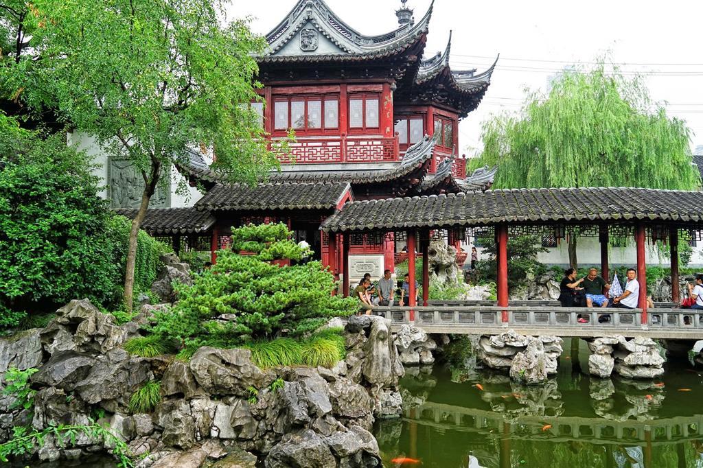 Yuyuan or Yu Garden Jade Garden Old Town Shanghai China. Hall of ...
