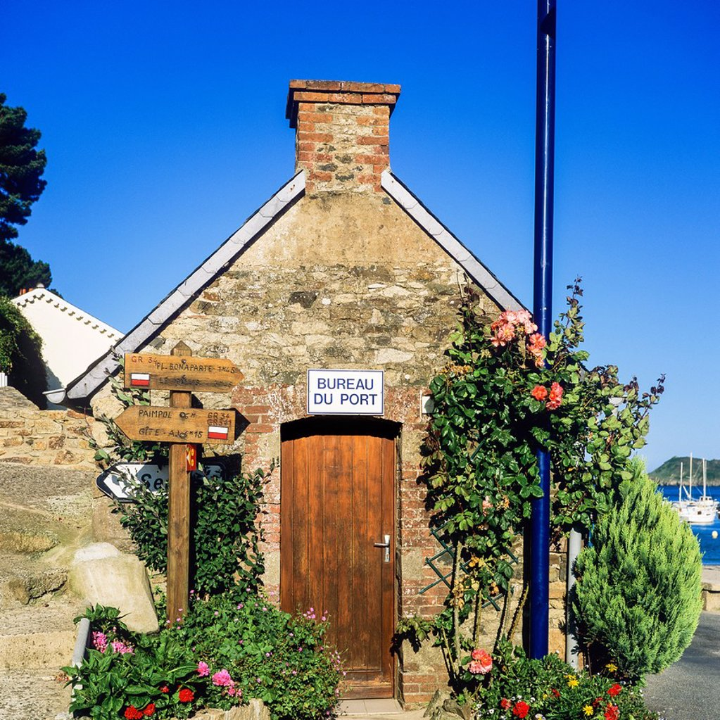 Stock Photo: 1566-1242954 Harbour master´s office ´Bréhec-en-Plouha´ Brittany France