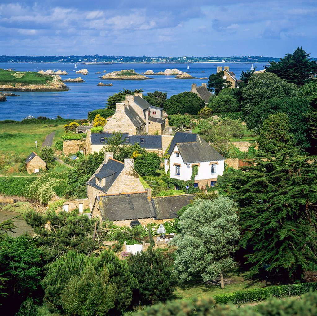 Stock Photo: 1566-1242957 Typical houses and coastline ´Bréhat´ island Brittany France