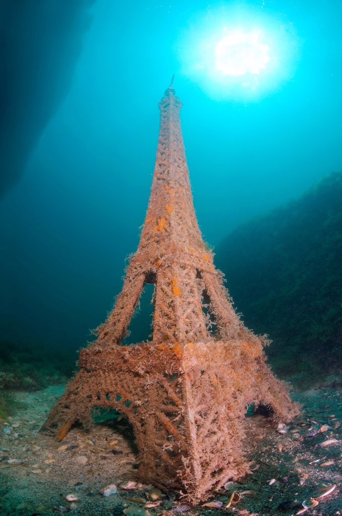 Underwater museum ´Reddening leaders´ Eiffel Tower sculpture  Cape Tarhankut, Tarhan Qut, Black sea, Crimea, Ukraine, Eastern Europe : Stock Photo