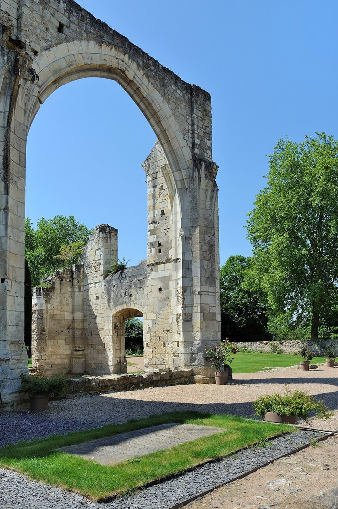 France, Indre et Loire, La Riche, Tours surroundings Prieure de Saint-Cosme also called Prieure de Ronsard, Tomb of poet Ronsard and church ruins : Stock Photo