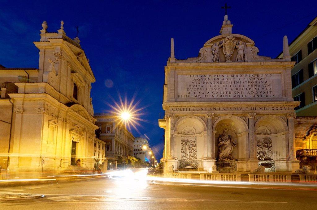 Fontana dell´Acqua Felice in Piazza di San Bernardo, Rome Italy : Stock Photo