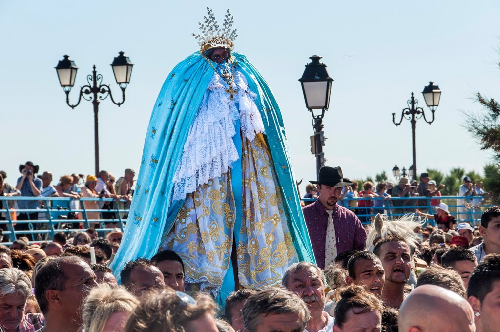 Stock Photo: 1566-1256781 Europe, France, Bouche-du-Rhone, 13, Saintes-Marie-de-la-Mer, pilgrimage of gypsies  Procession oh the black virgin