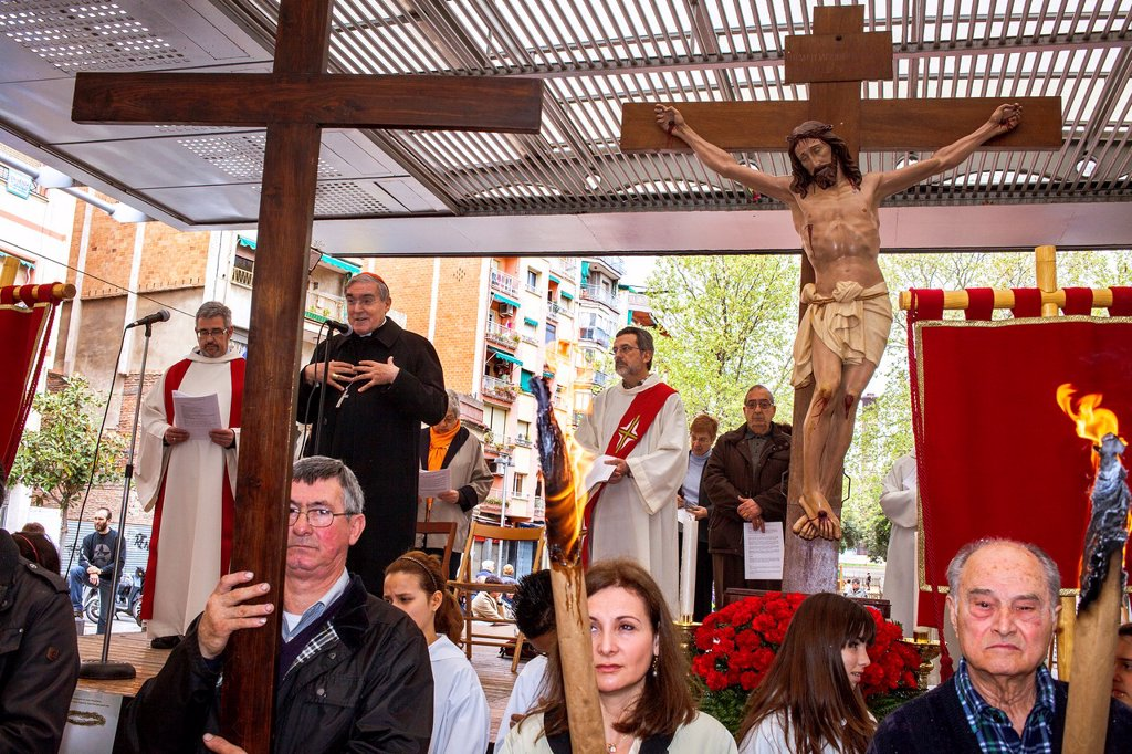Representation, Way of the Cross, chaired by Cardinal and Archbishop of Barcelona Lluis Martinez Sistach, Good Friday, Easter week, `la marquesina, Via Julia, Barcelona, Catalonia, Spain : Stock Photo