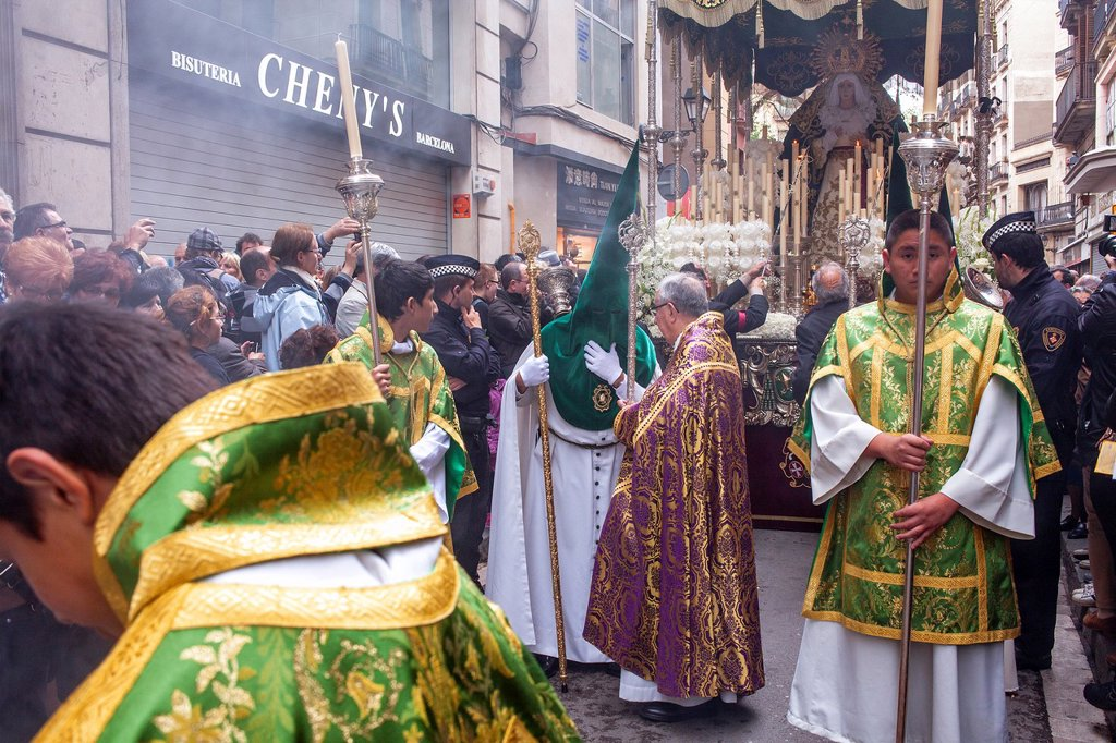 Stock Photo: 1566-1258628 penitents in procession, sisterhood of Jesus del Gran Poder y virgen de la Macarena, Statue usually in the San Agustin church, Good Friday, Easter week, carrer Hospital, Barcelona, Catalonia, Spain
