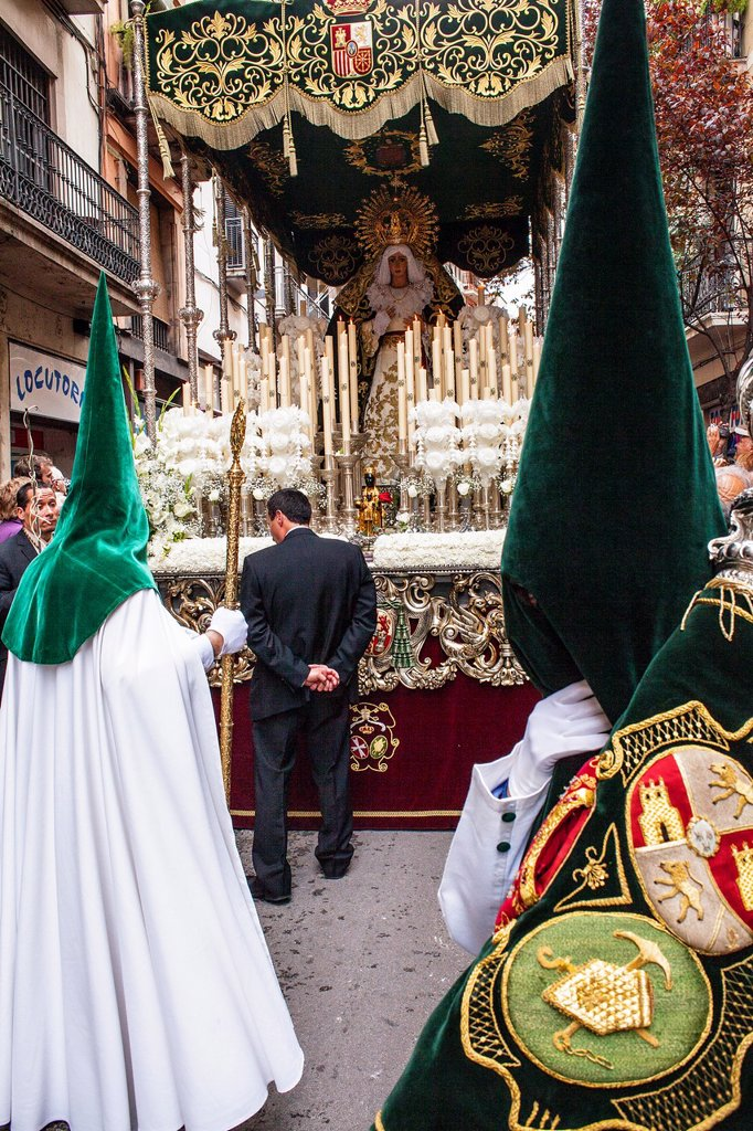 penitents in procession, sisterhood of Jesus del Gran Poder y virgen de la Macarena, Statue usually in the San Agustin church, Good Friday, Easter week, carrer Hospital, Barcelona, Catalonia, Spain : Stock Photo