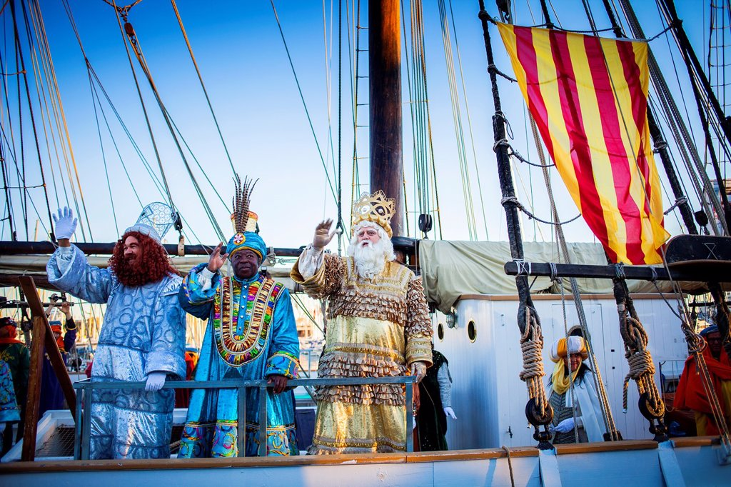 Stock Photo: 1566-1258981 the Three Wise Men arrive by boat, evening before the Three Wise Men´s day, Barcelona port, Barcelona, Catalonia, Spain