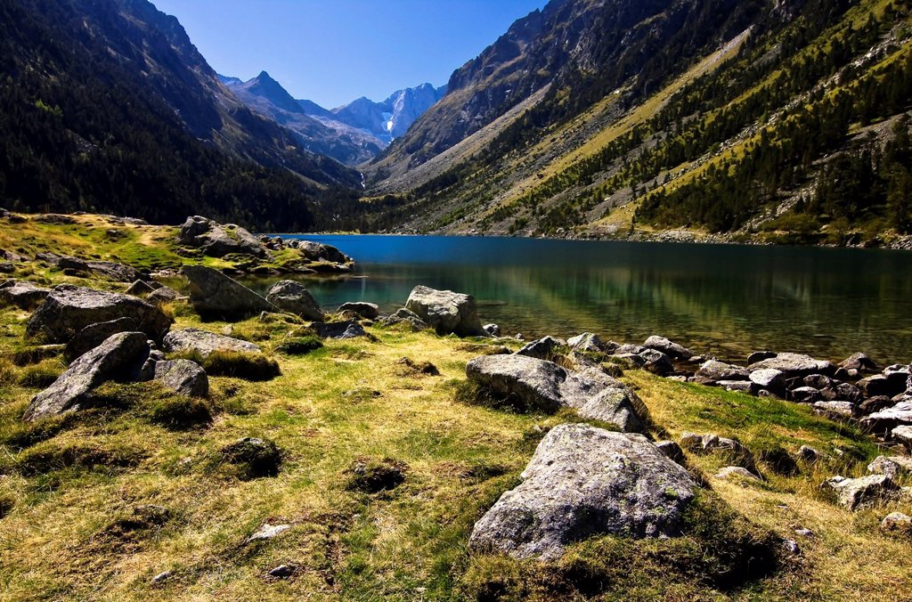 Stock Photo: 1566-1261227 Lake Gaube - Vignemale - Gaube Valley - Cauterets - Aquitaine - Hautes Pyrenees - France - Europe