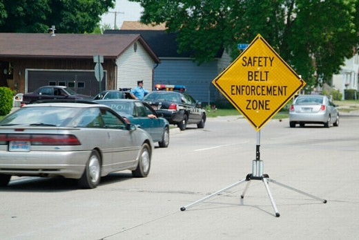 Police form safety seat belt enforcement zone and issue citations to drivers who violate law : Stock Photo