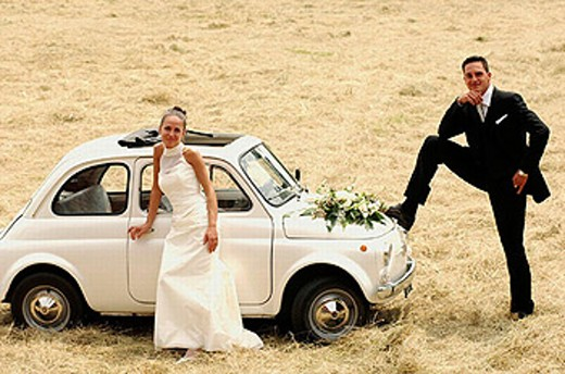 Bride and bridegroom near fiat 500. : Stock Photo
