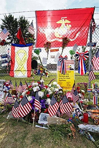 Small town of Brook Park Ohio errects temporary memorial to 14 of their sons who lost thier lives in battle. USA. : Stock Photo