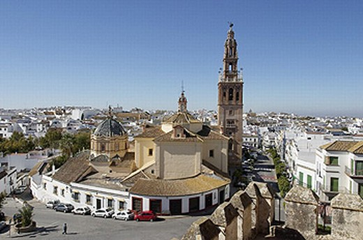 St. Peter´s church (15th century) from the Alcázar de la Puerta de Sevilla, Carmona. Sevilla province, Andalusia, Spain : Stock Photo