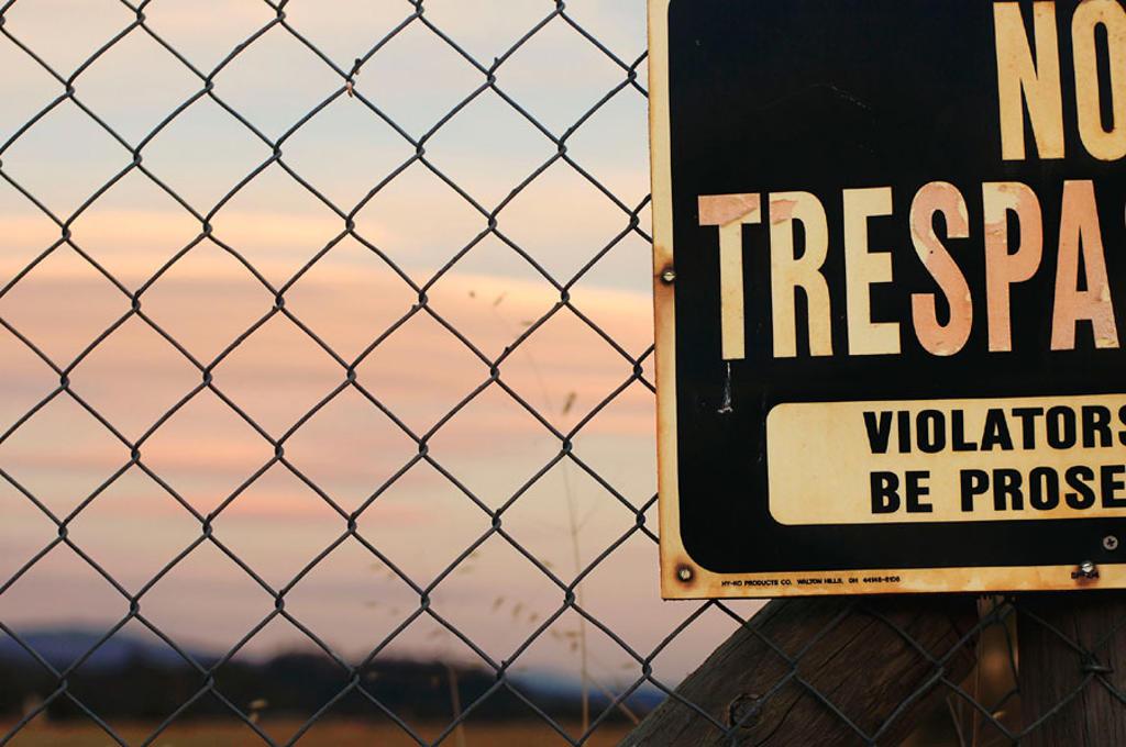 Stock Photo: 1566-268337 Sign, No Trespassing