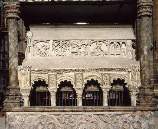 Stock Photo: 1566-268517 Cenotaph of the Saints Martyrs in Church of San Vicente, Ávila. Castilla-León, Spain