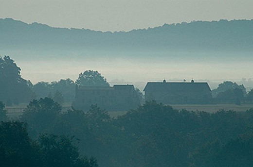 Morning mist covers a Pennsylvania farm : Stock Photo