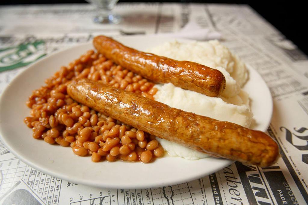 Baked beans and sausages, English pub. London, England, UK : Stock Photo