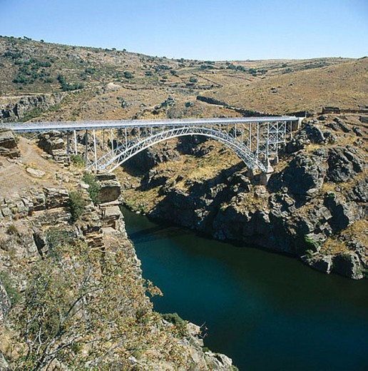 Stock Photo: 1566-281235 Pino Bridge over Duero river. Zamora province, Castile-Leon, Spain