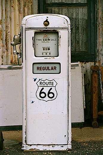 Gas station on Route 66. Mohave desert, California, USA : Stock Photo
