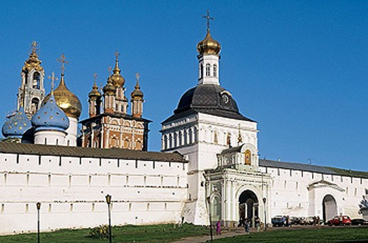 Stock Photo: 1566-295672 Red or Fine Gate (16th-19th century) of fortification wall, Holy Trinity-St. Sergius Lavra (monastery), Sergiyev Posad. Golden Ring, Russia