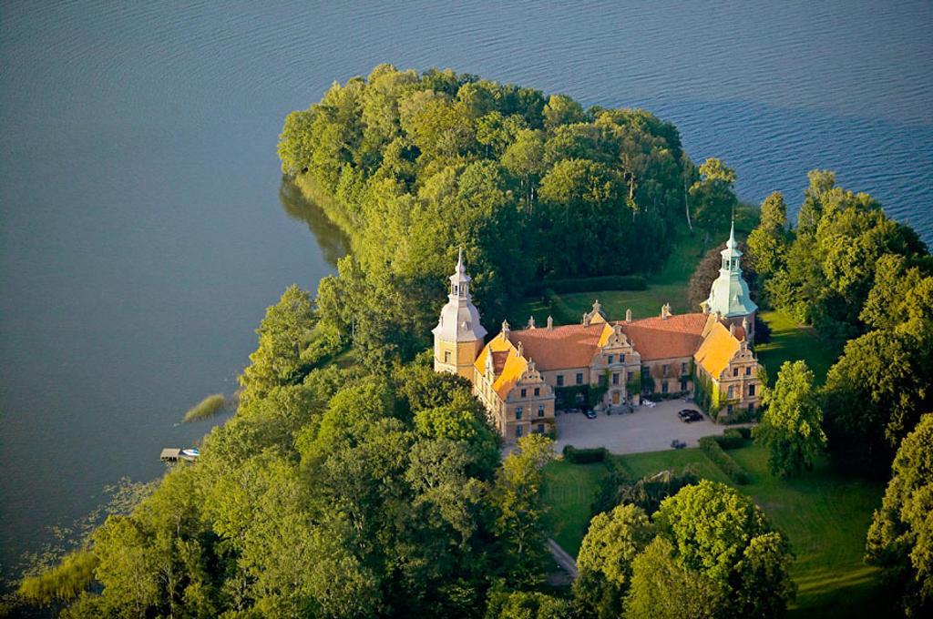 Stock Photo: 1566-298517 Old historical castle, lake, aerial view. Karsholm. Skåne. Sweden.