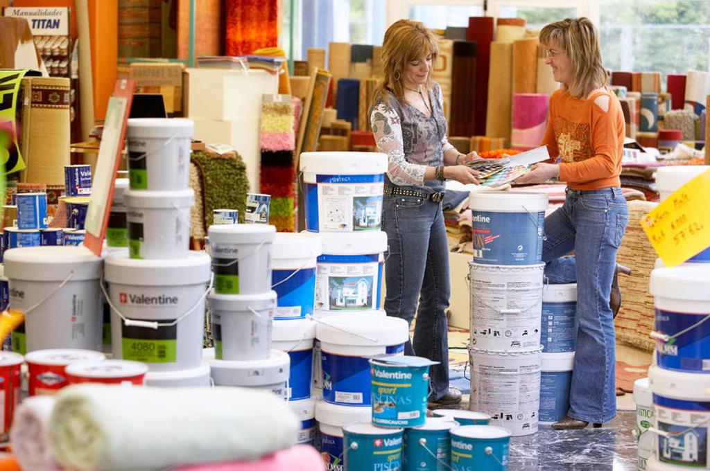 Paint pots, carpets. Paint and decoration shop. Eibar, Gipuzkoa, Euskadi. Spain. : Stock Photo