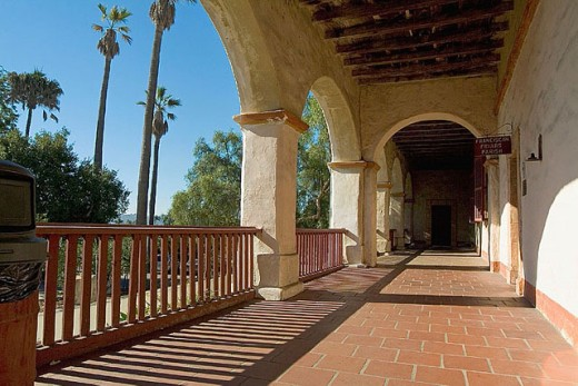 Stock Photo: 1566-301541 Santa Barbara Franciscan Mission (aka Queen of the Missions for its graceful beauty. Founded in 1786, destroyed by earthquake in 1925 and restored in 1927 and 1953). El Camino Real - The King´s Highway. Santa Barbara. California. USA.