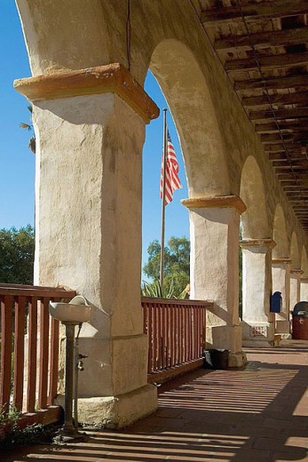 Santa Barbara Franciscan Mission (aka Queen of the Missions for its graceful beauty. Founded in 1786, destroyed by earthquake in 1925 and restored in 1927 and 1953). El Camino Real - The King´s Highway. Santa Barbara. California. USA. : Stock Photo