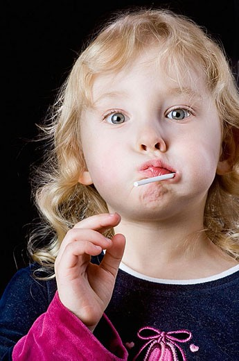Stock Photo: 1566-317622 Small girl sucking on a lolly pop