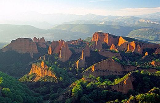 Stock Photo: 1566-319265 Landscape seen from Orellán viewpoint. Las Médulas, ancient roman gold mining site. León province. Spain